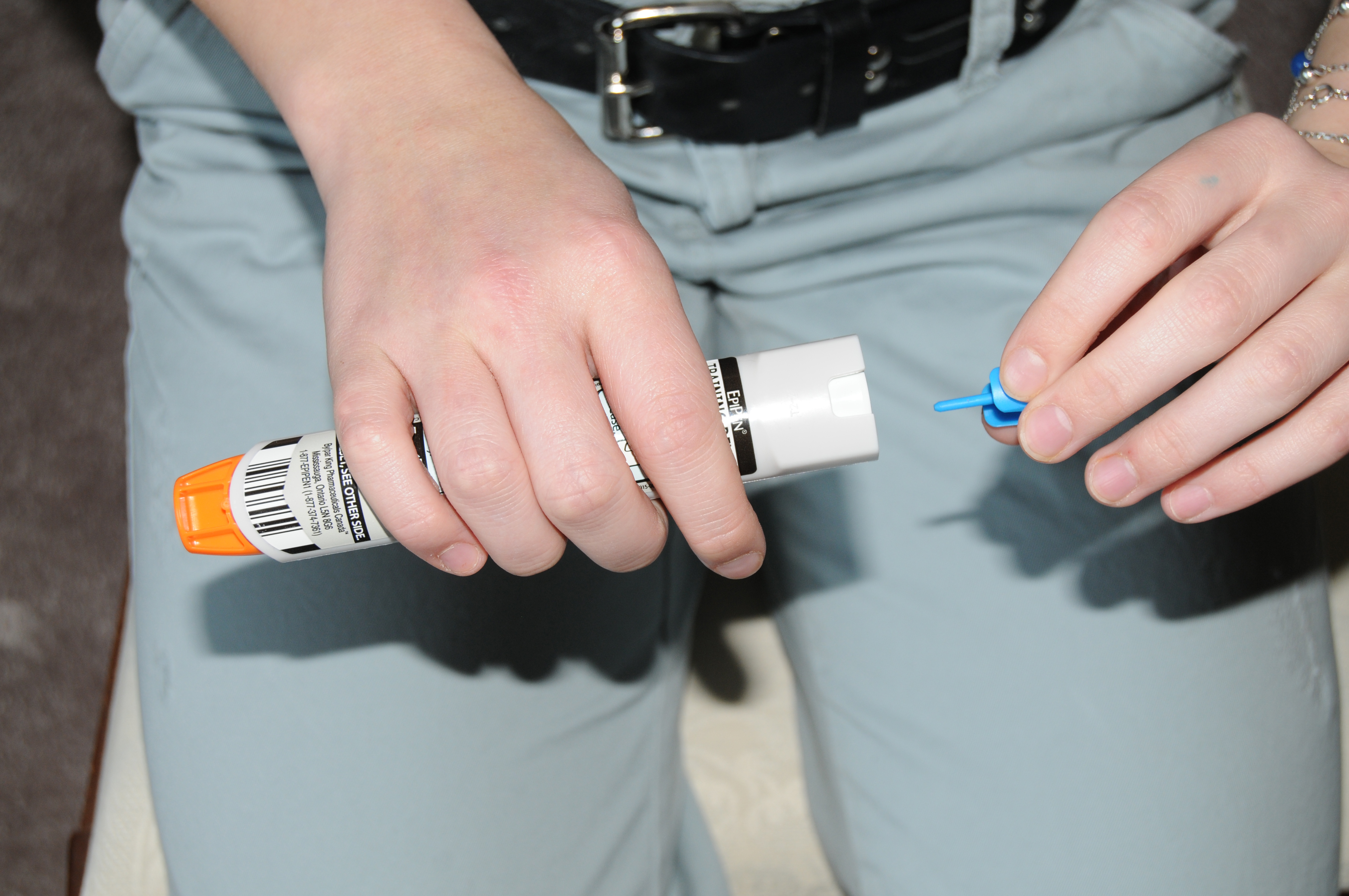 Removing teh cap from an EpiPen training device
